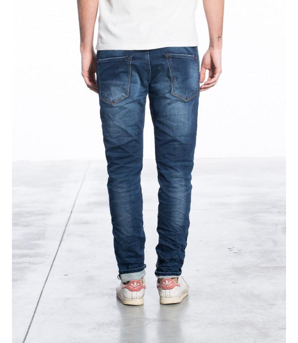 Jeans slim fit in effetto vintage con graffi e toppa sul ginocchio