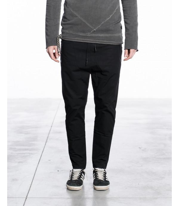 Pantaloni slim fit in tessuto tecnico con lacci alla vita