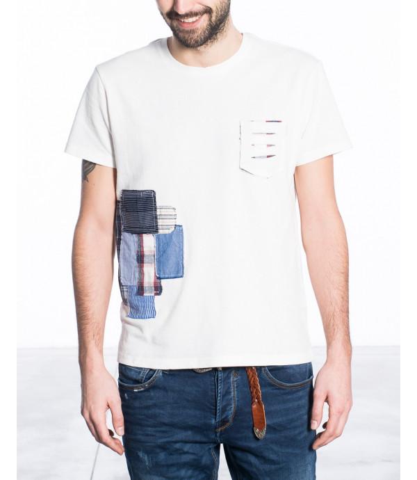 T-shirt con patch e taschino logoro