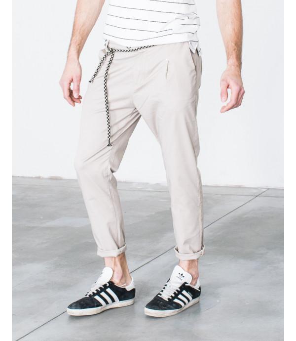 Chinos slim fit con cintura a corda