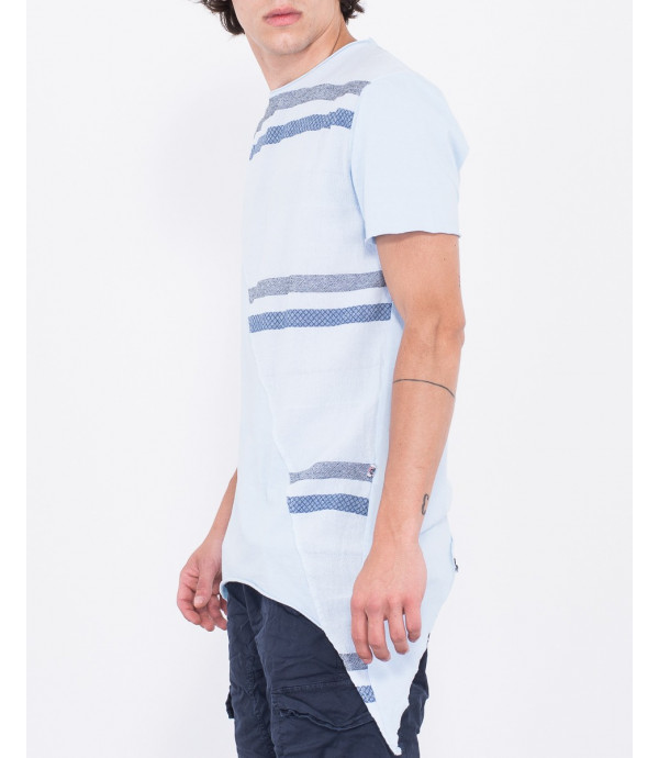 T-shirt con orlo asimmetrico e taglio frontale