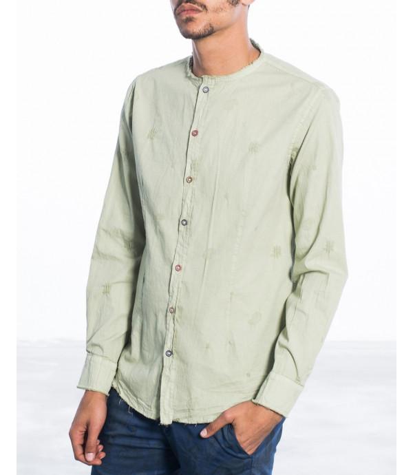 Camicia in cotone con collo alla coreana e bottoni diversi
