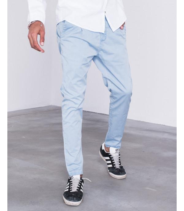 Pantaloni chinos slim fit con strappi