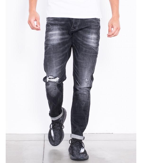 Jeans regular fit con strappo sul ginocchio