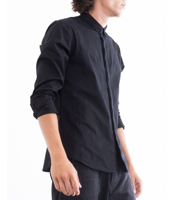 Camicia con bottoni coperti e colletto slim