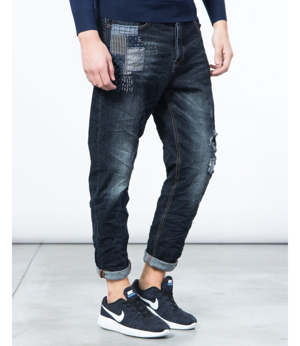 Jeans carrot fit con patch