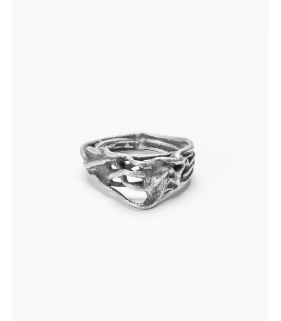 Twisted ring