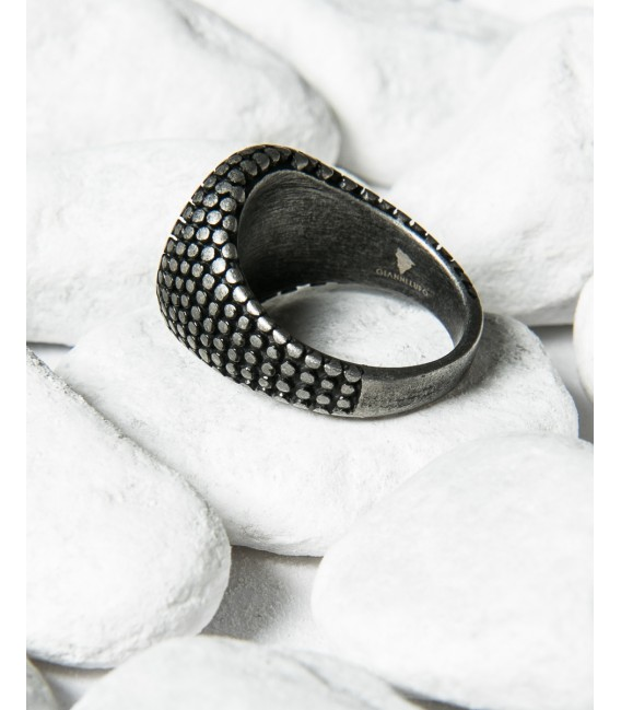 Round spiked ring with stone