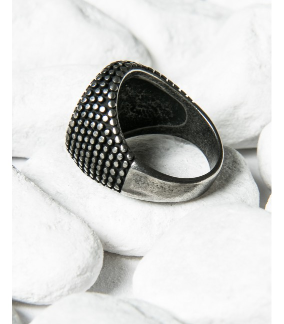 Round spiked ring
