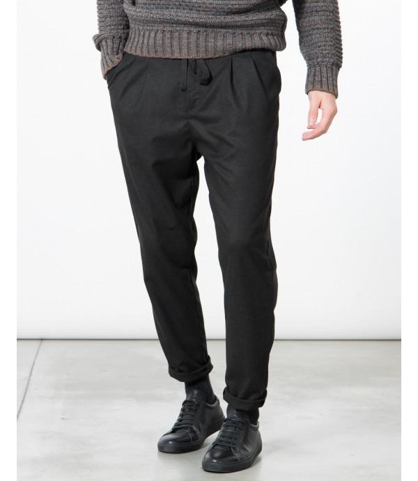 Pantalone elegante con pinces e laccio