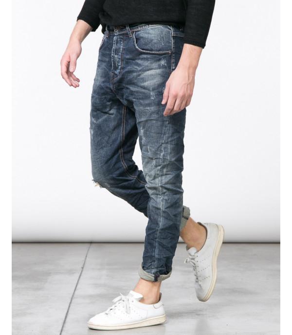 Jeans slim fit con graffi