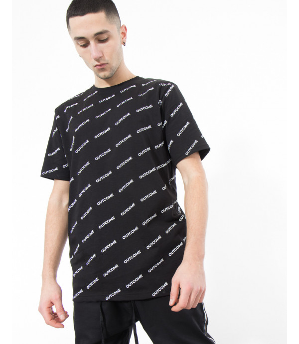 T-shirt con logo OUTCOME all-over