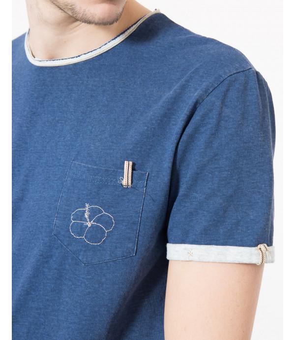 T-shirt con taschino e ricamo