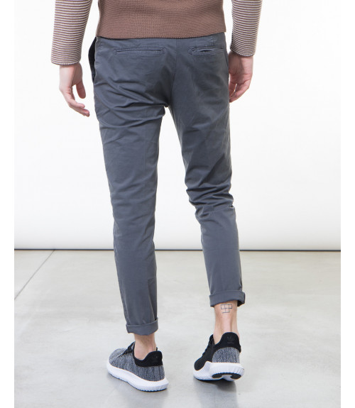 Pantaloni slim fit basici