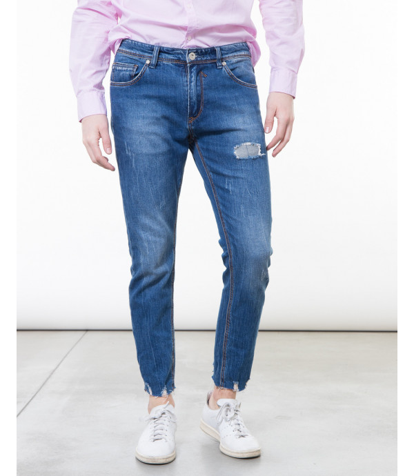 Jeans skinny fit con orlo a taglio vivo