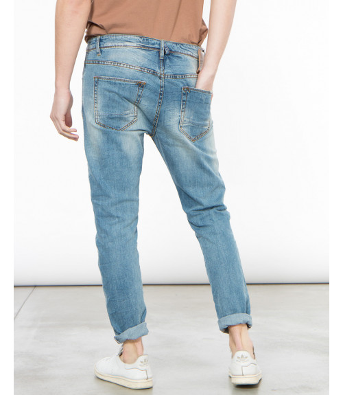 Jeans slim fit con graffi e patch