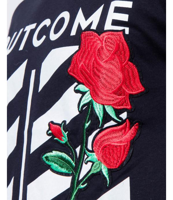 T-shirt OUTCOME con rosa ricamata