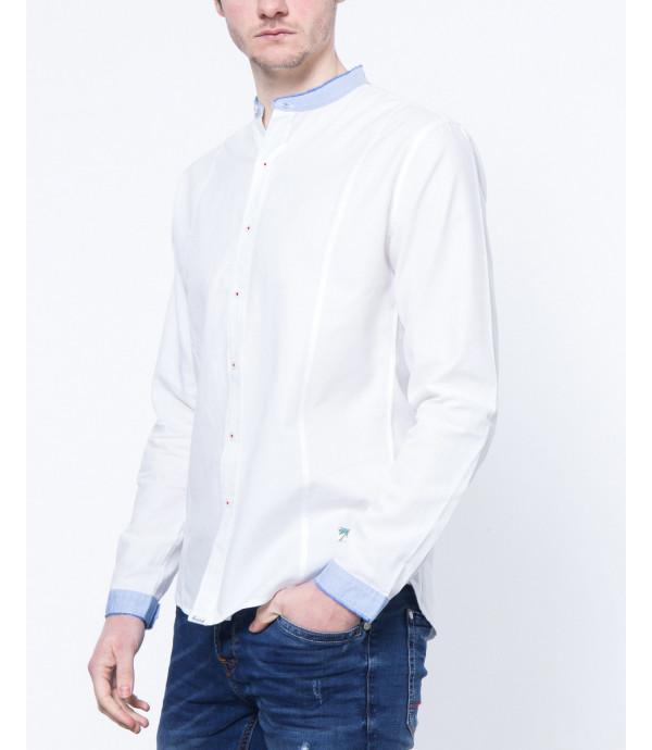 Camicia coreana con collo e polsini in contrasto
