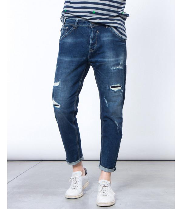 Jeans regular fit strappato e graffiato