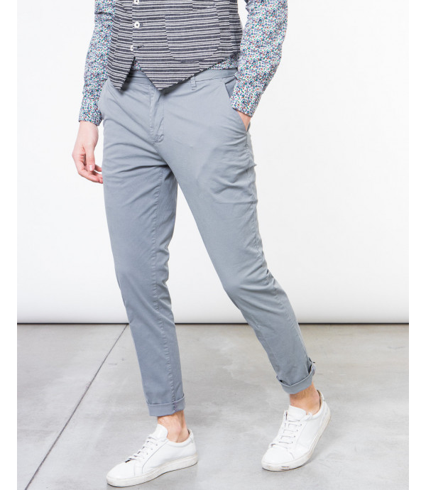 Pantaloni slim fit basici