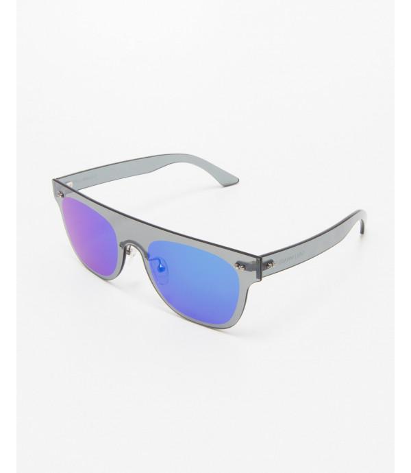 Occhiali futuristiche con lente sfumata