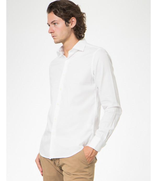 Camicia slim fit in leggera fantasia a pois