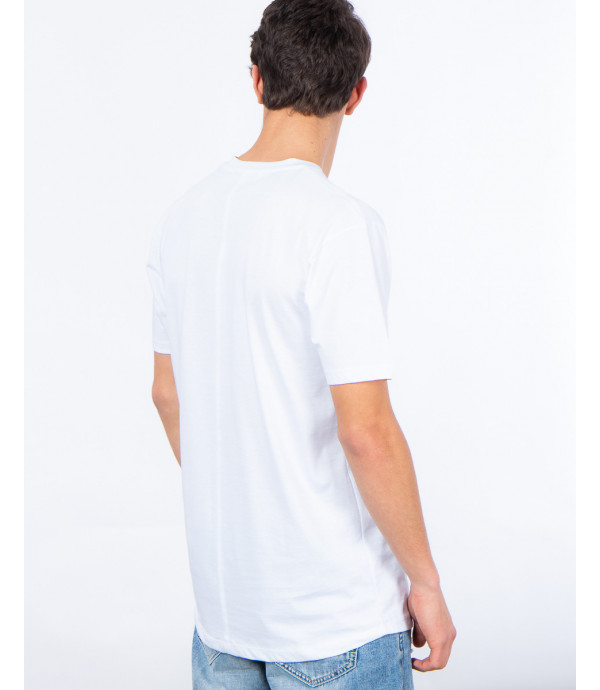 T-shirt with pocket and applications
