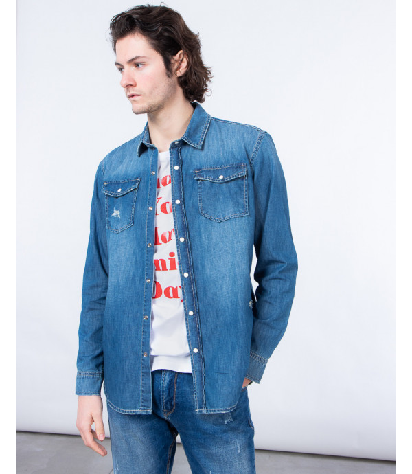 Light wash denim shirt with automatic buttons