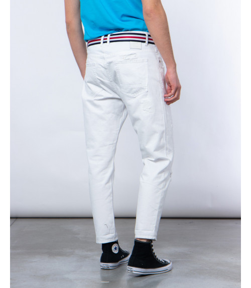 Carrot fit white jeans with rips