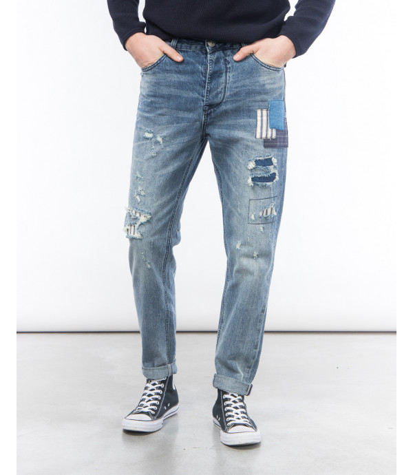 Carrot fit jeans with rips and patches