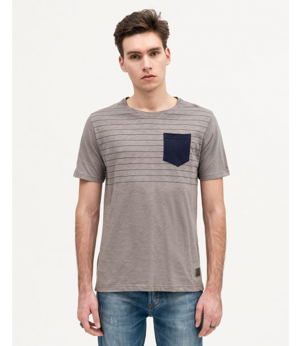 T-shirt with chest pocket and print