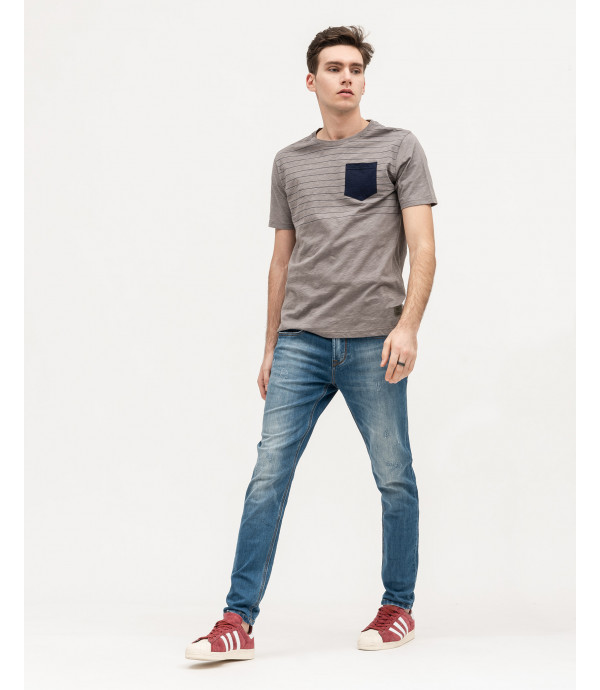 T-shirt con stampa e taschino