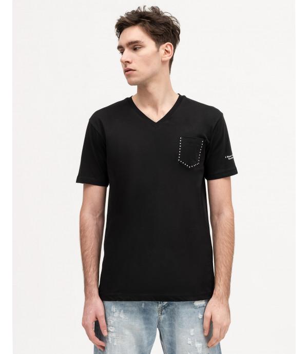 T-shirt con scollo a V e borchie