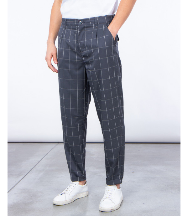Checked trousers in grey