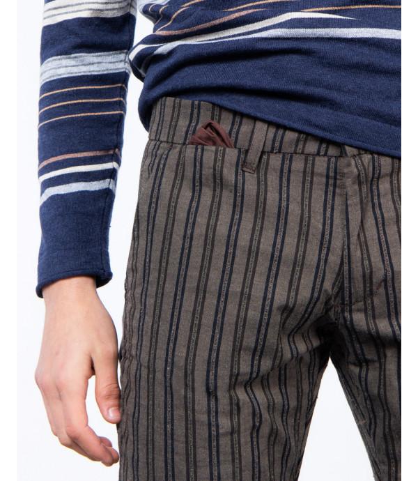 Pantaloni slim fit a righe