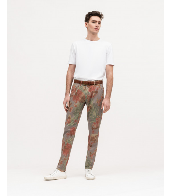 Chinos slim fit con stampa floreale
