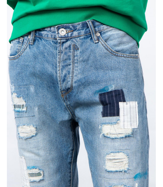 Jeans carrot fit con patch e rotture medium wash