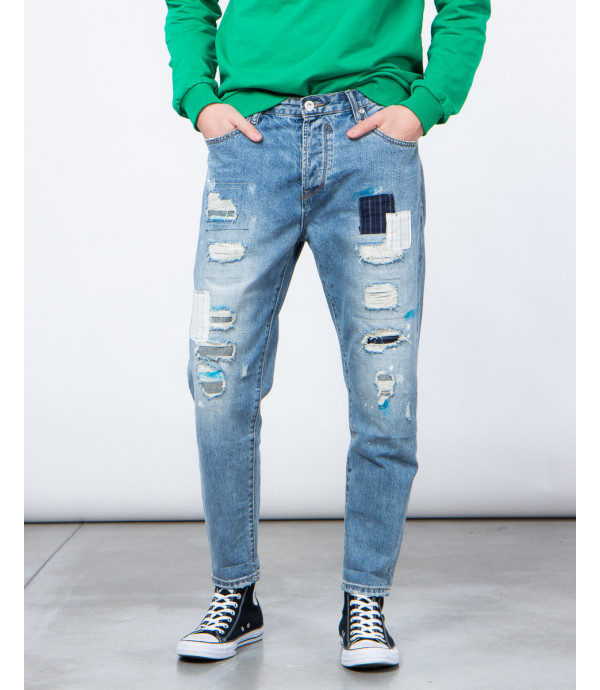 Carrot fit jeans with patches and rips