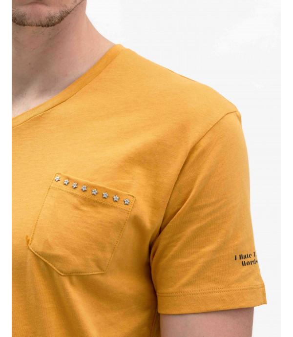 T-shirt scollo a V con taschino e applicazini borchie