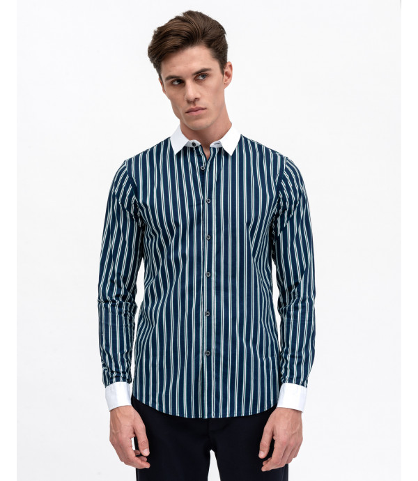 Contrasting collar striped shirt