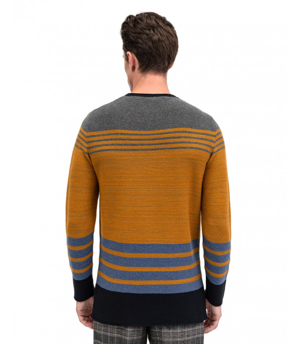 Horizontal striped tricot sweater