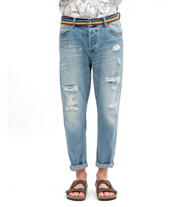 Jeans strappato con cintura