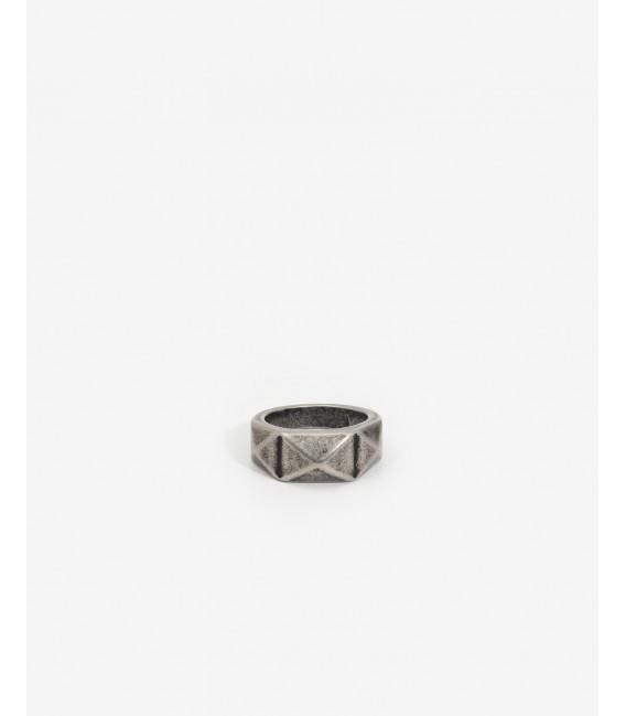 Pyramids ring