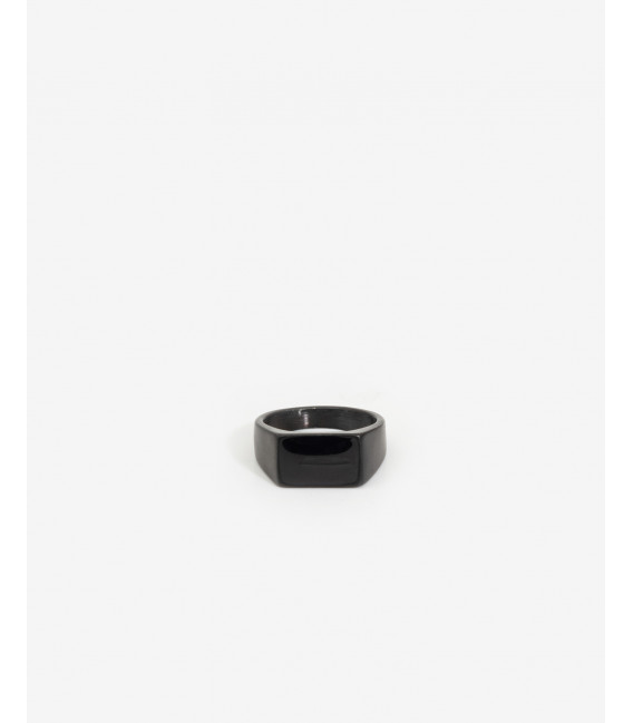 Black ring with squared rock