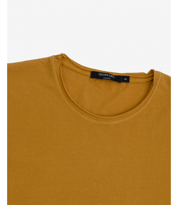 Basic T-shirt with raw edges