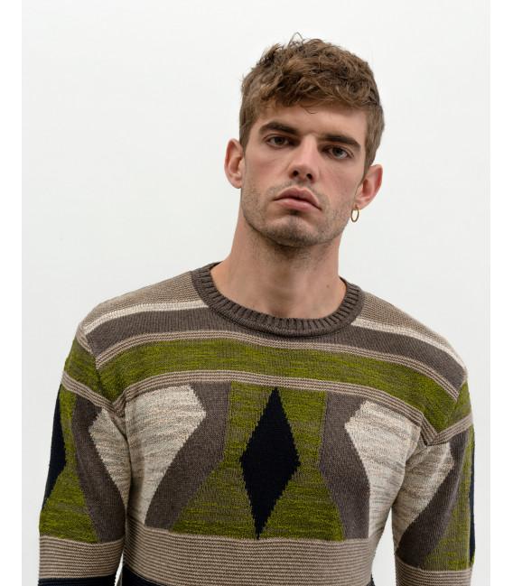 Sweater with geometric pattern