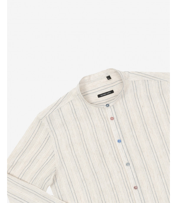 Overhead shirt with different buttons