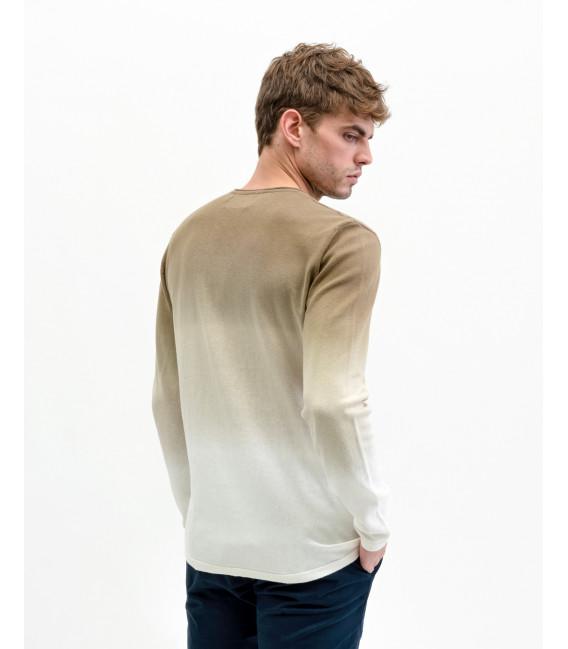 Crewneck sweater with shading