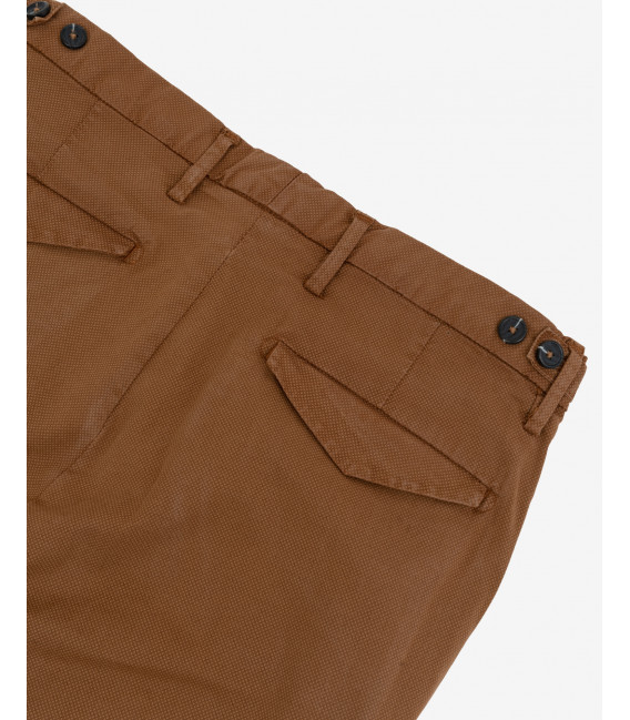 Pleated chinos in textured fabric