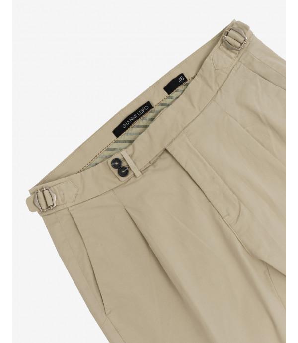 Pantalone elegante con pinces